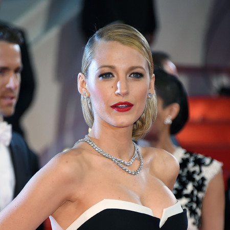blake-lively-cannes-film-festival-makeup-red-lipstick-handbag