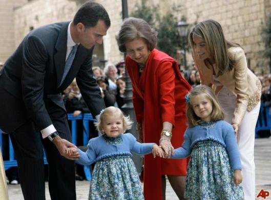 crown-prince-felipe-queen-sofia-princess-letizia-ortiz-sofia-princess-leonor-princess-sofia-2009-4-12-9-21-7