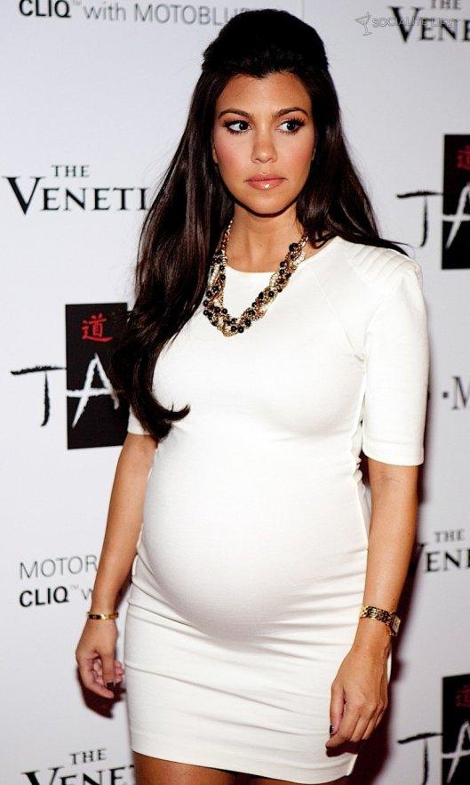 kourtney-kardashian-pregnant-b7e82