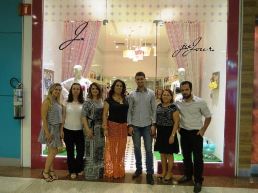 Sócios da Ju.Jour em frente a loja do RibeirãoShopping