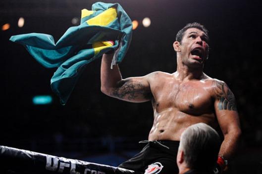 UFC-134-Antônio-Rodrigo-Nogueira-comemora-nocaute-sobre-Brendan-Schaub-Foto-James-Law